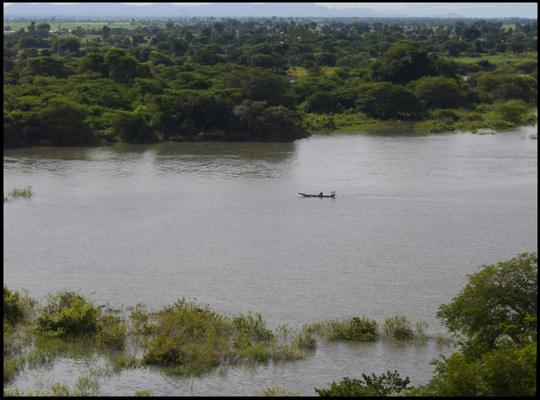 Vista dalla diga del Lagdo.
