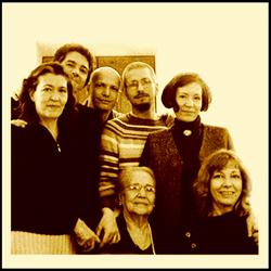 Fratelli e mamma nel 2005