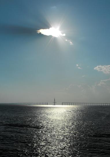 Stato del nuovo ponte tra le rive del Rio Negro, davanti Manaus.