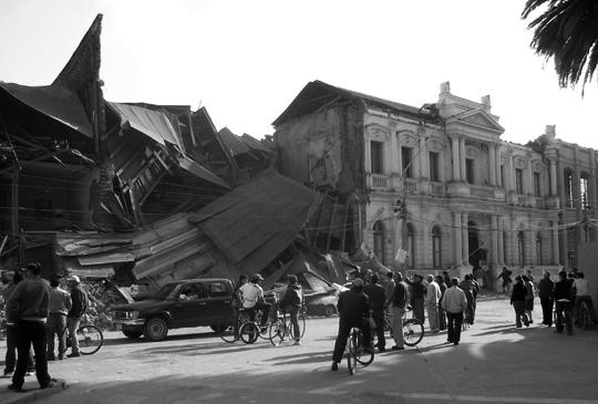 In plaza de armas cade il palazzo della Prensa, il quotidiano di Curicò.