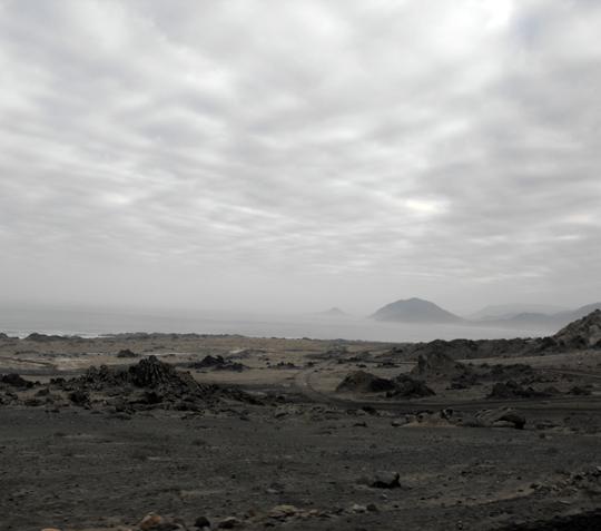 Un lungo tratto dove il deserto entra nel mare.
